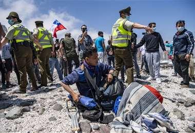 Por Colchane ingresan cada día cientos de migrantes desde Bolivia/APG