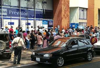 Decenas de personas acuden a la AFP a consultar/Fernando Rojas