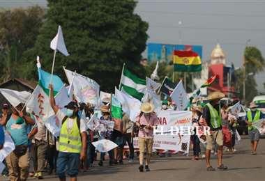 La marcha indígena llegó esta tarde a Santa Cruz de la Sierra/Foto Jorge Gutiérrez