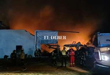 Incendio en fábrica de colchones. Foto: J Gutiérrez