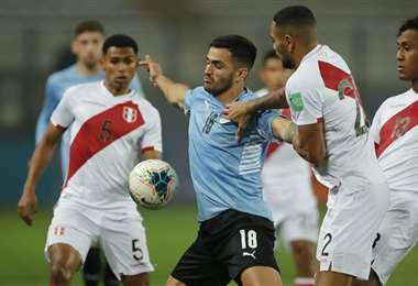 Perú y Uruguay se enfrentan en Lima este jueves. Foto: AFP