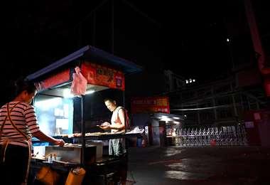 """China, sumida en una oleada de apagones """"sin precedentes"""". Foto AFP"""