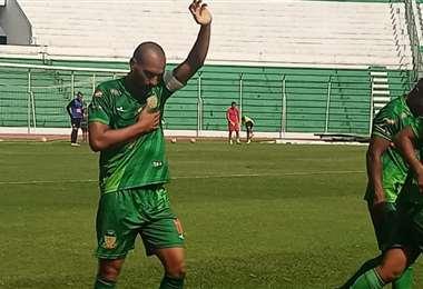 Gonzaga, de Torre Fuerte, levanta la mano en señal de victoria. Foto: Prensa ACF