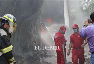 Los bomberos apagaron el fuego la tarde de este miércoles/Foto Ricardo Montero