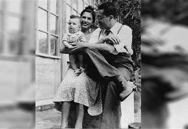 Noel Kempff junto a su esposa María Eddy Saucedo Justiniano y su hijo Francisco Noel