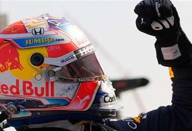 Verstappen con el puño arriba, clara señal de haber cumplido. Foto: AFP