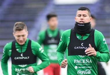 Chumacero y Arce en el entrenamiento de la Verde este lunes en Montevideo. Foto: FBF