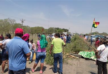 Este martes se cumple el segundo día de bloqueo en la ruta a Beni. Foto. Néstor Lovera