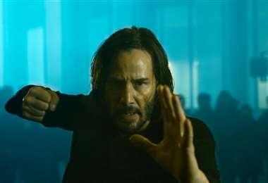 Keanu Reeves como Neo en una escenas de The Matrix Resurrections