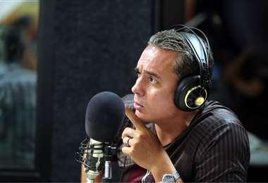 El ex futbolista Rubén Tufiño en la radio de El Deber.