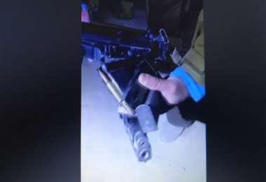 Los Carabineros exhiben las armas que poseían los militares bolivianos