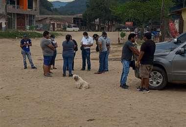 La comisión de fiscales y el grupo de policías llegaron hasta Hierba Buena este miércoles.
