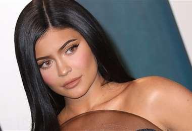 Kylie muestra su avanzado estado de gestación en el video