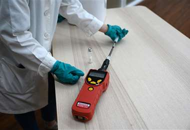 El dispositivo detecta la presencia del virus. Foto AFP