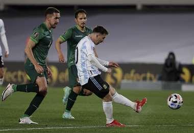La definición de Messi tras eliminar a Haquin. Foto: AFP