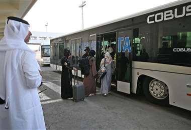Talibanes permitieron la salida de extranjeros de Afganistán /Foto: AFP